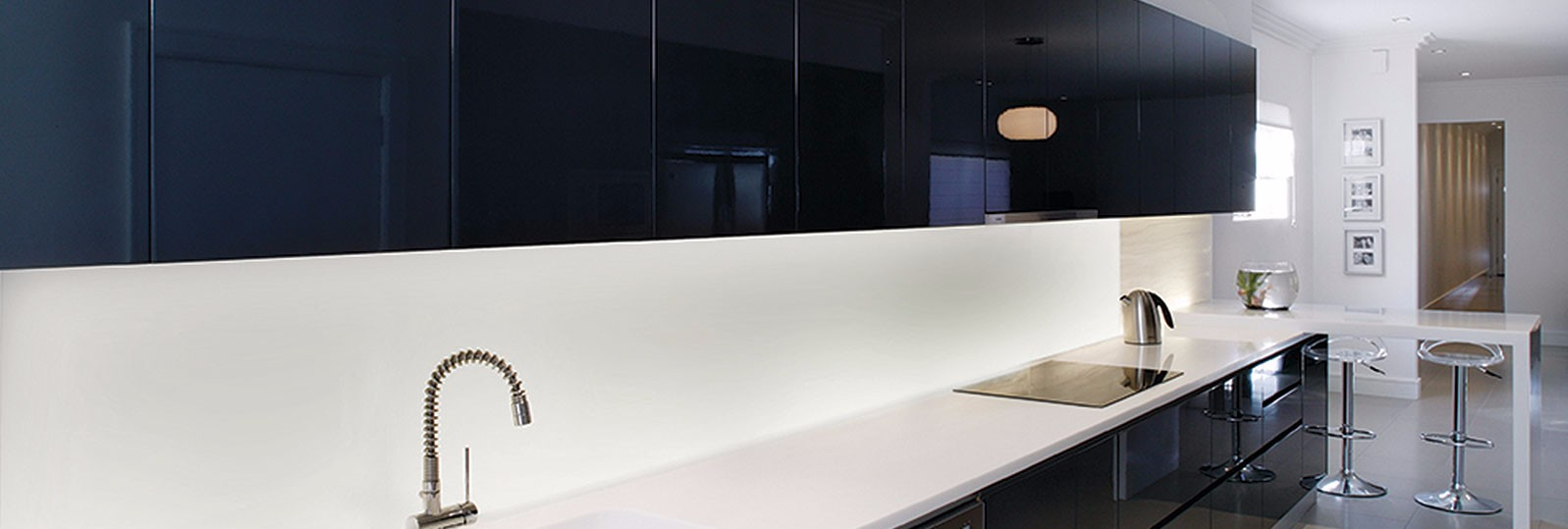 corian-black-white-kitchen